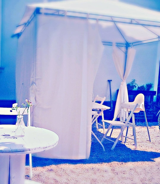 vegetarian vegan cafe Warsaw Poland summer